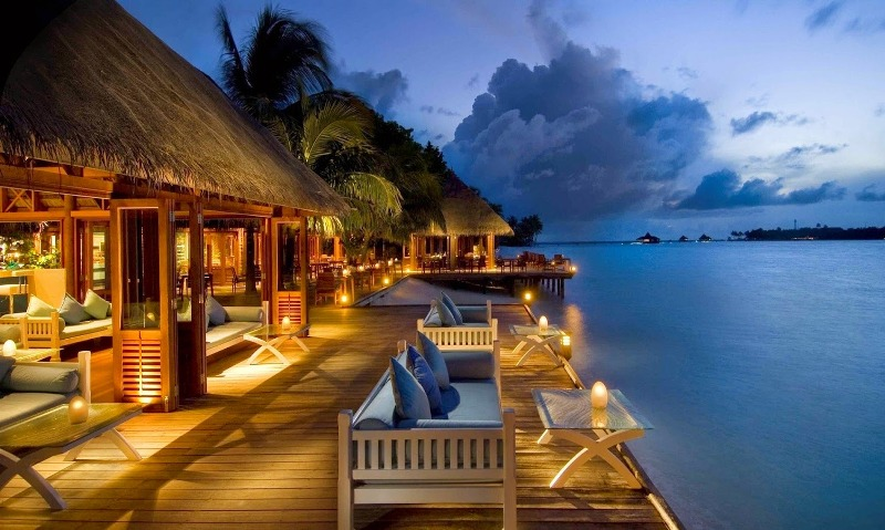 Choosing a hotel for your planned vacation . DAWN TO DUSK